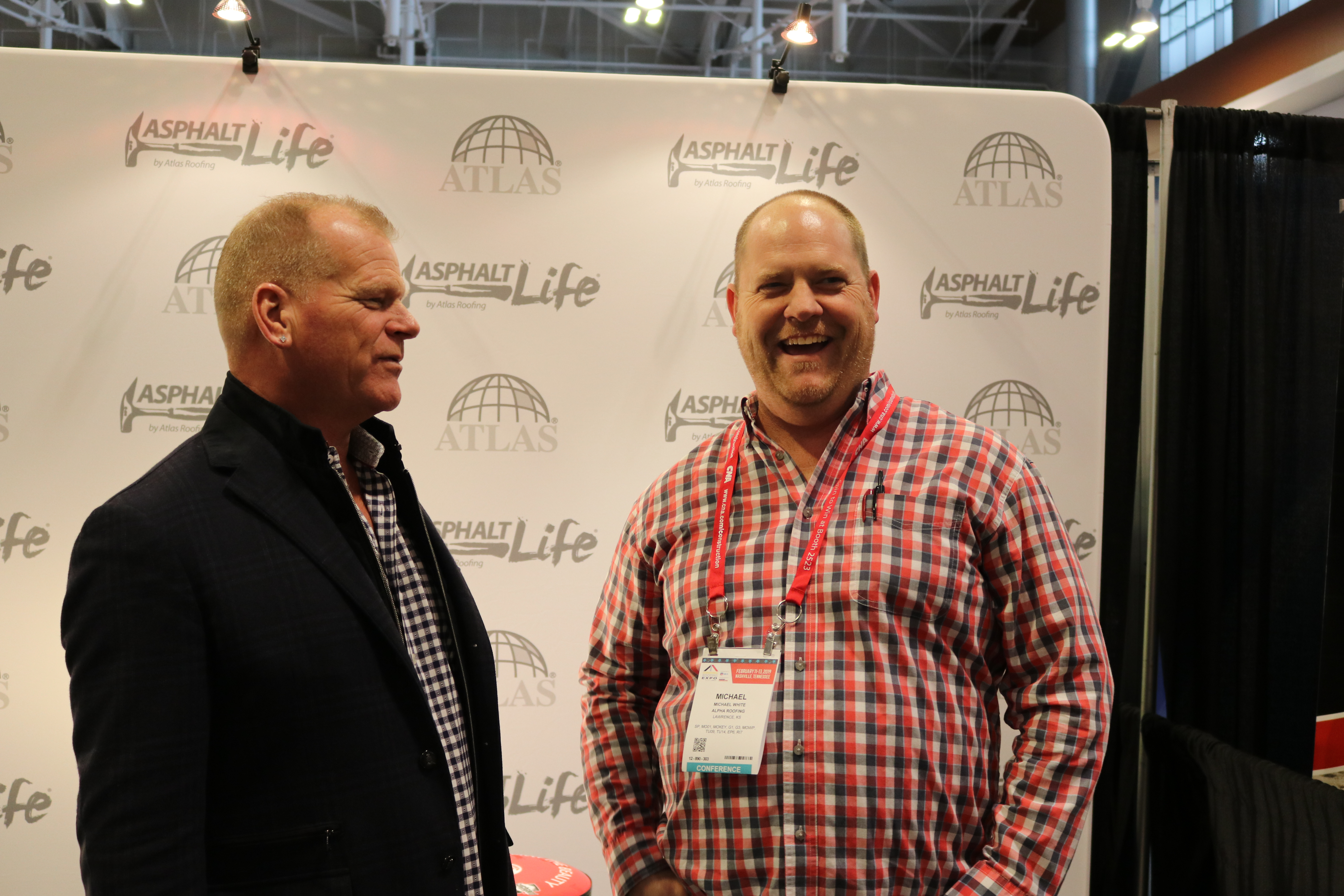 Mike Holmes photo op with IRE attendees
